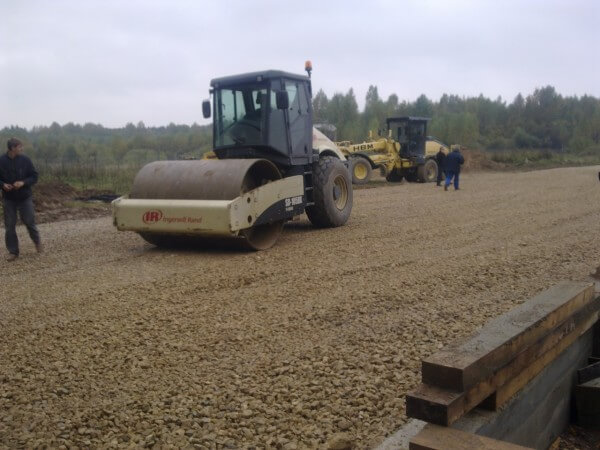 Строительство дороги возле дома в Минске