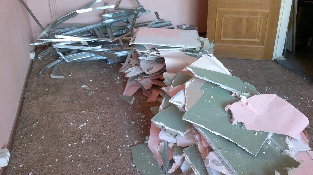 Стоимость демонтажа гипсокартонных перегородок, цена проведения работ