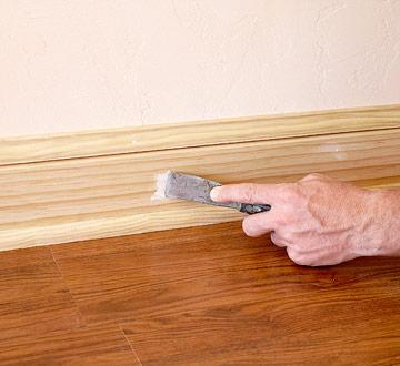 Покрытие лаком деревянного плинтуса цена