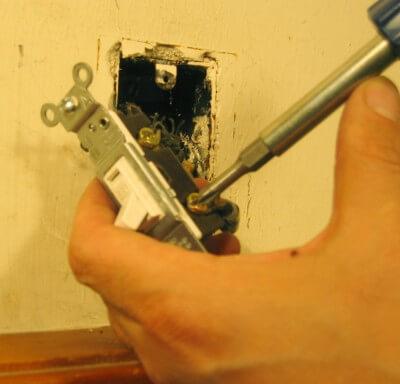 Демонтаж розеток, выключателей, светильников цена работ