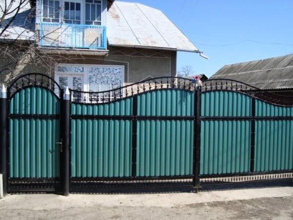 Строительство забора из профнастила в Минске