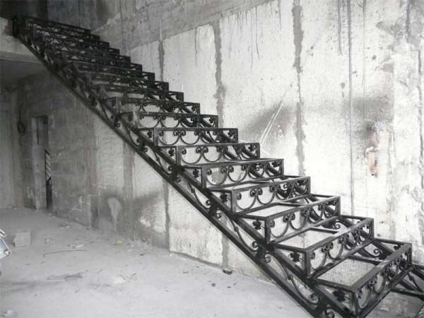 Кованая лестница на заказ в Минске
