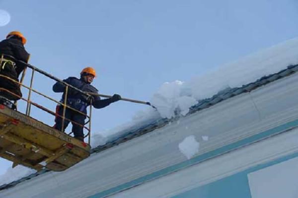 Уборка крыши от снега, цена убрать снег в Минске