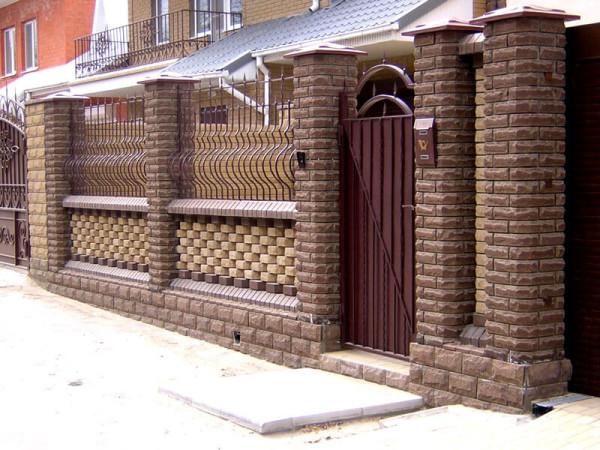 Кирпичный забор цена