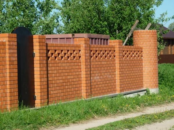 Стоимость строительства кирпичного забора в Минске