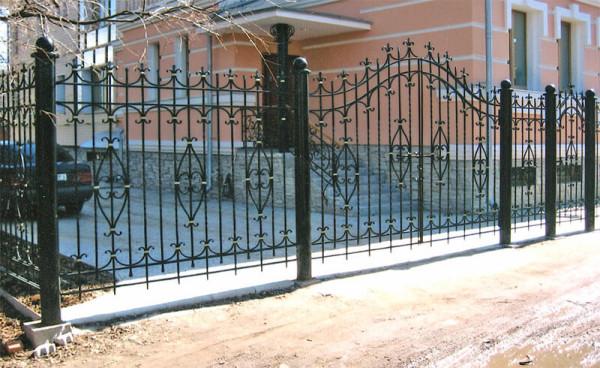Заказать изготовление кованого забора, цена в Минске