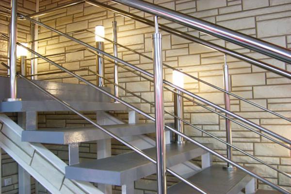 Строительство монтаж лестниц в Минске