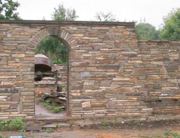 Забор из природного камня цена