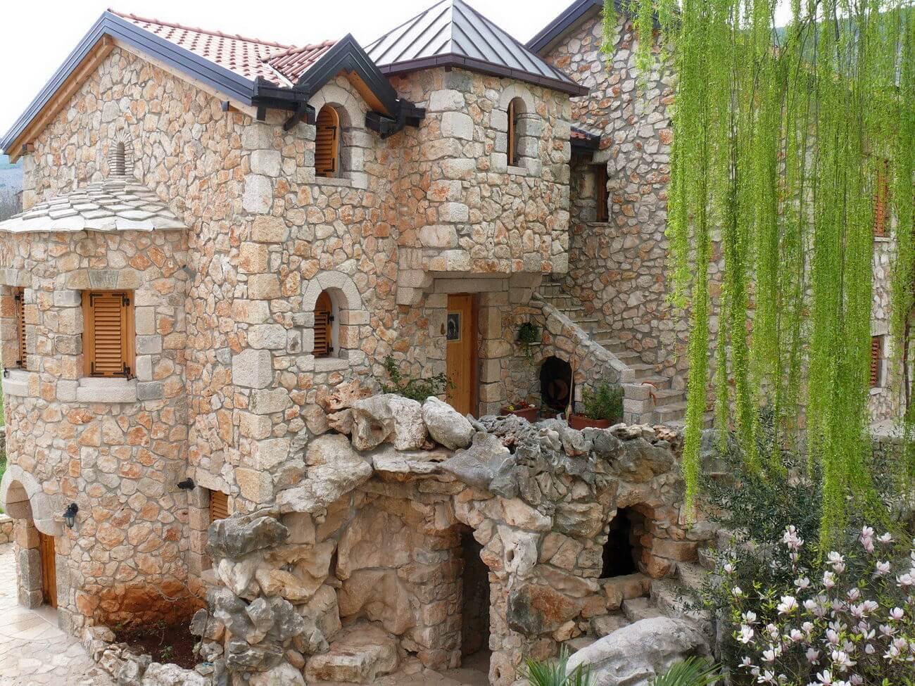 Дом в стиле замка своими руками 49